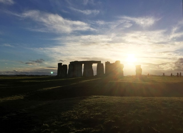 Stonehenge_sunset1