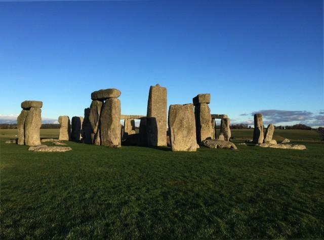 Stonehenge_sunset2